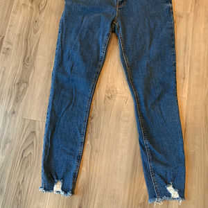 Mid-RIse Rockstar Raw-Edge Jeans, Old Navy, size 8